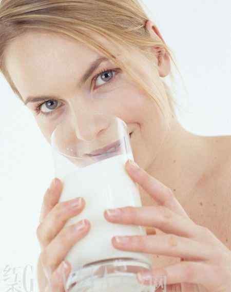 为什么脱脂牛奶容易胖 别天真 喝低脂牛奶也会胖